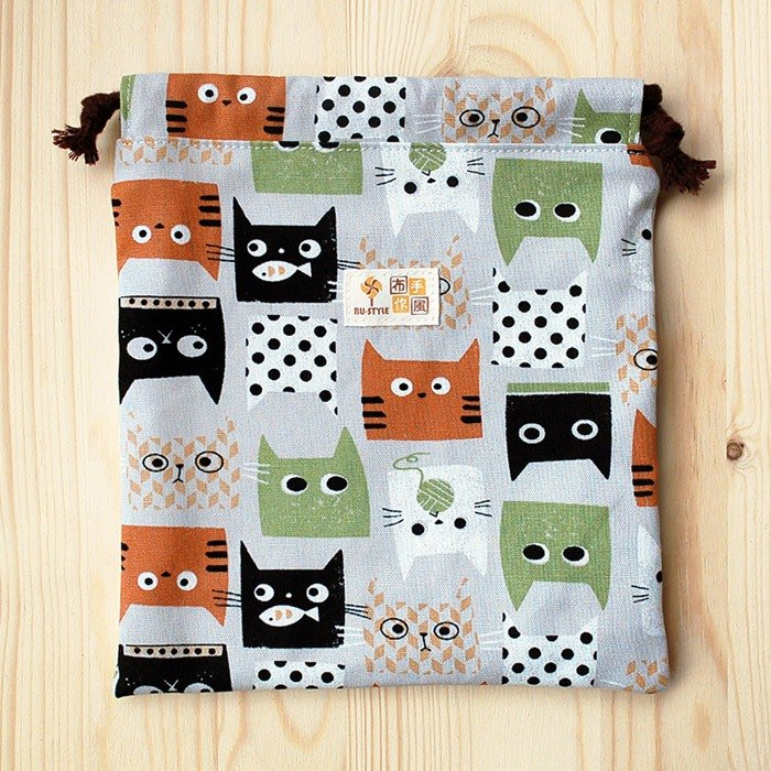 Cat eating fish bag pocket (large) / order