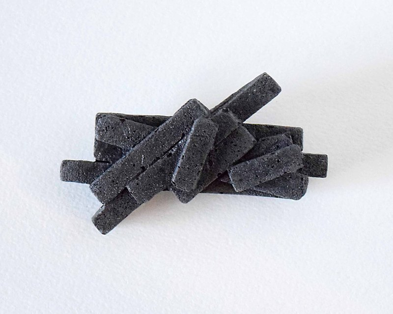 Concrete Brooches / pieces of the universe, Black