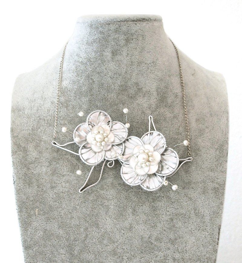 metallic silver wire flower necklace with faux pearls