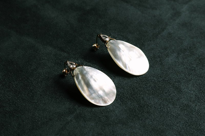 Joan of Arc - Zircon Seashell Earrings