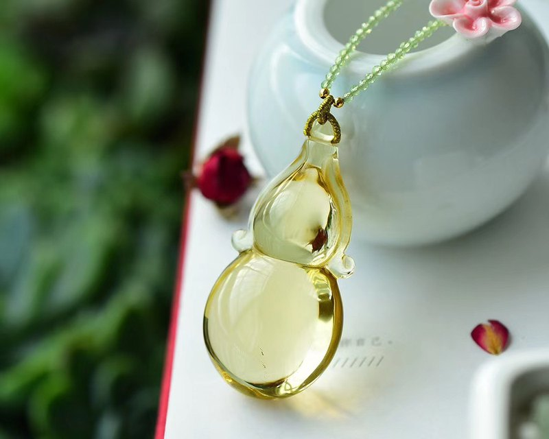 [Welfare price] boutique natural citrine gourd pendant / crystal clean and ultra-transparent / with grape stone bead chain