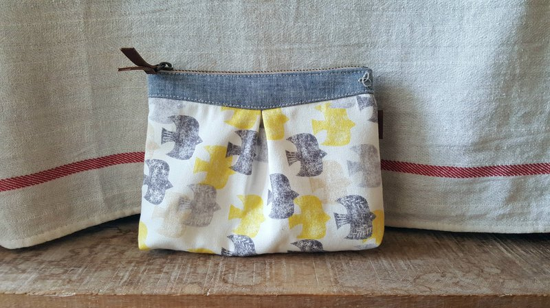 Elegant cosmetic bag - birds