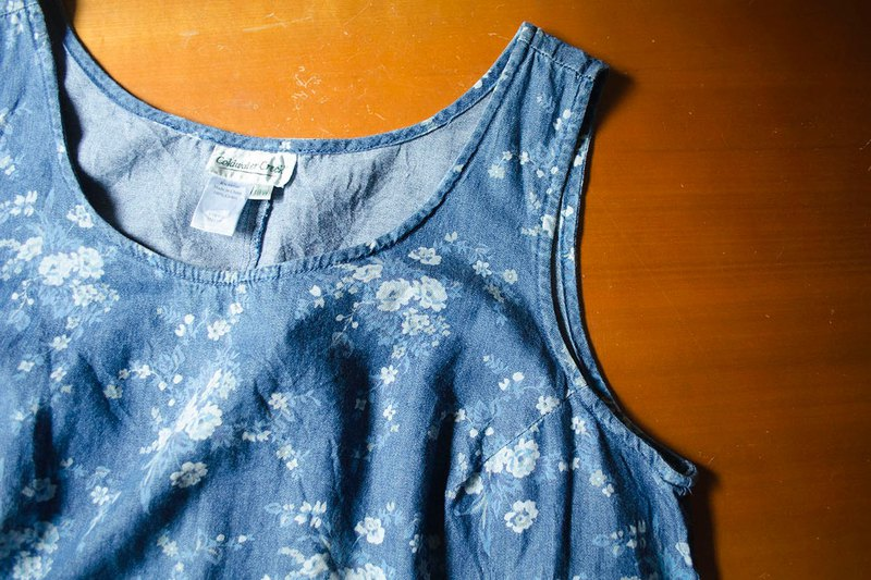 Light blue and white flowers. Denim print sleeveless umbrella dress | vintage