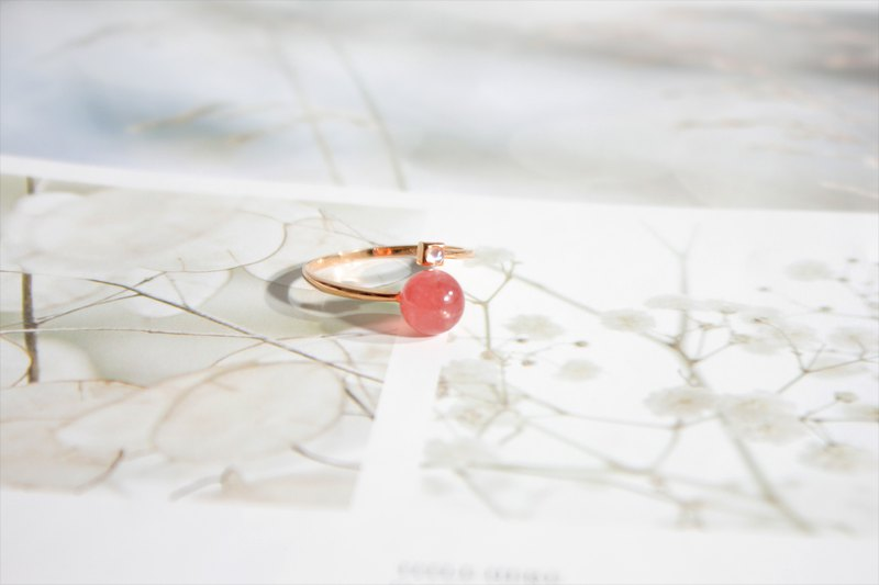 Rhodochrosite。Moonstone 。18K Gold Ring
