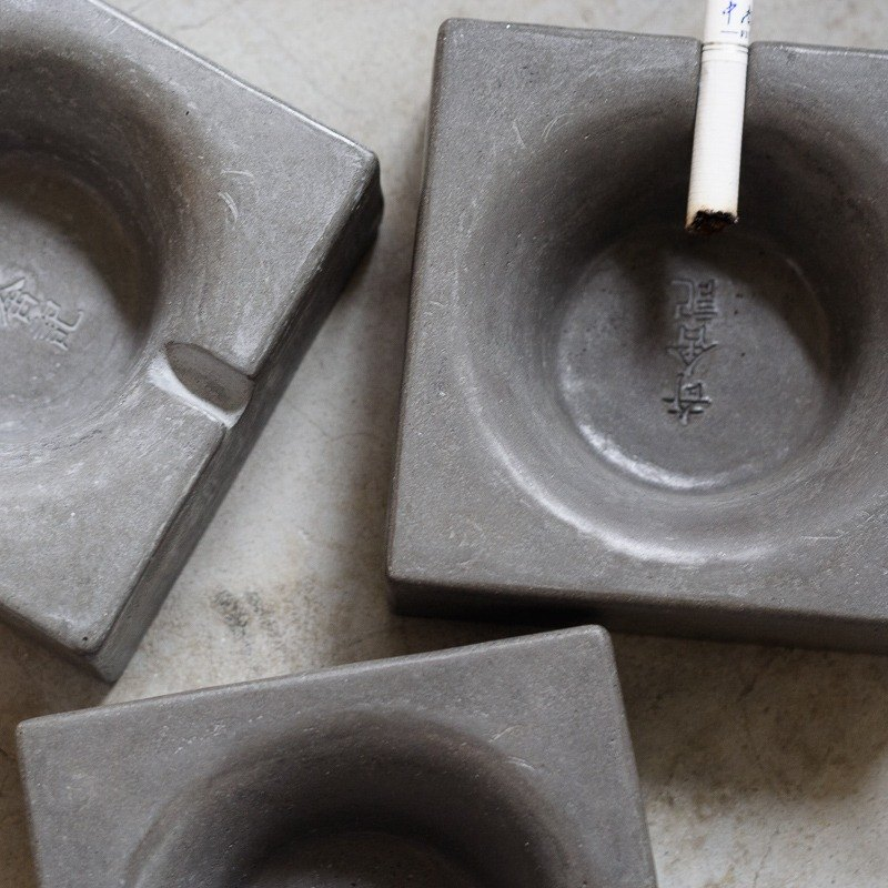 Qishe remember. Cement Ashtray - Gravity Field (Stationery Office/Club Cafe/Gift Decoration)