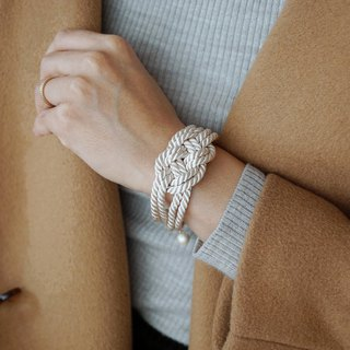 Code knitting bracelet [white]
