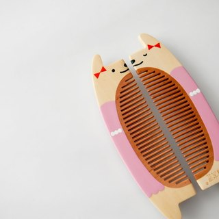 Tan Carpenter _ half a companion _ romantic rabbit pink wooden comb