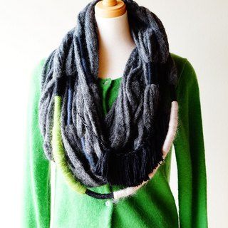Roughly fluffy snood 【Charcoal gray · Large】