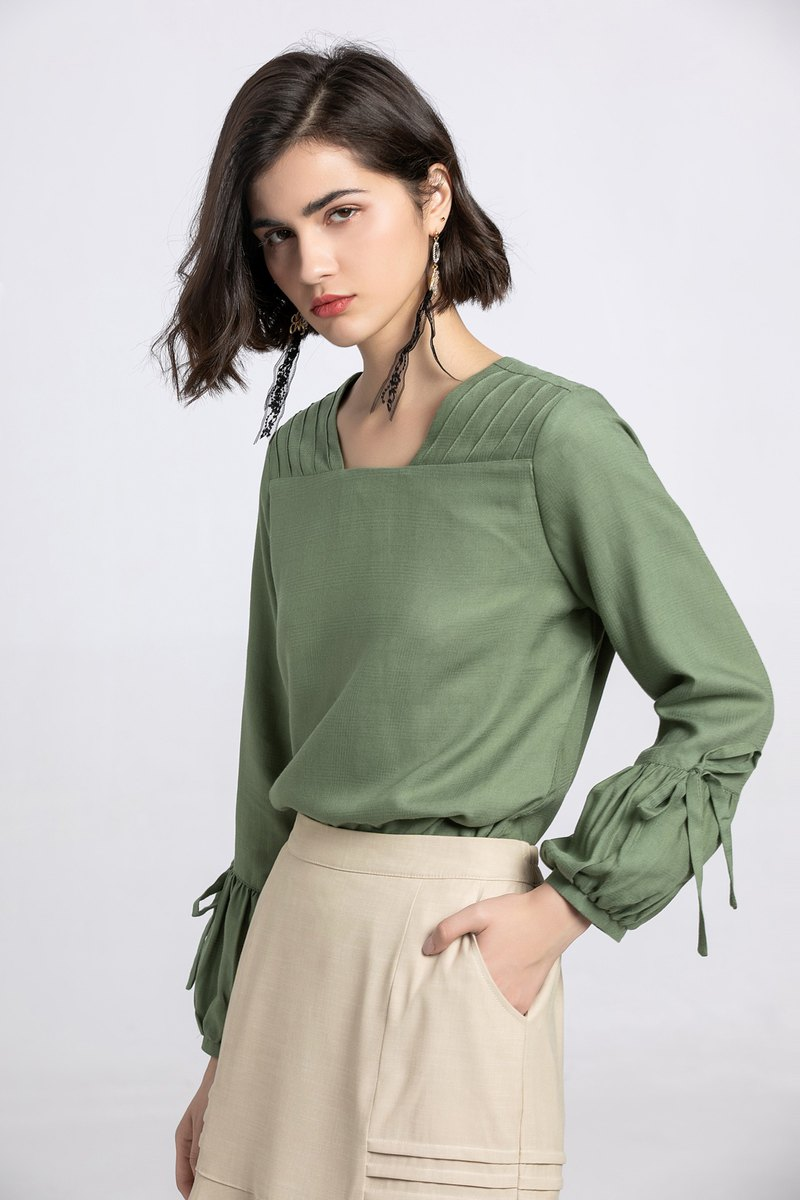 NEGA C. Elegant Flat V-neck Bubble Butterfly Sleeve Top