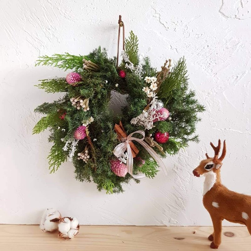 Romantic time | fresh Christmas wreath | Korean pink _ spot
