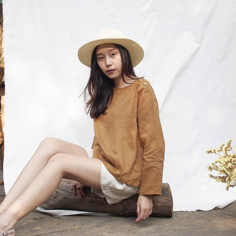 Rina Top - Linen long sleeve with wooden buttons (Brick)