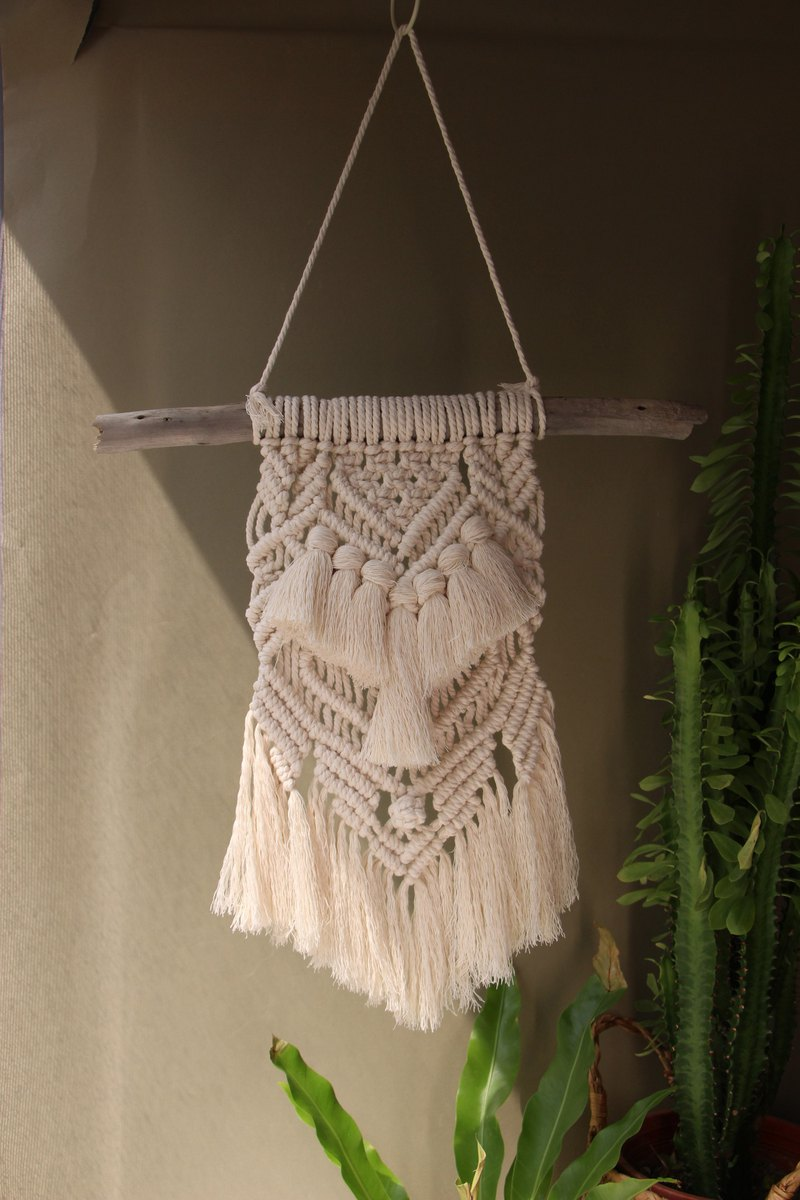 Alas. Macrame woven fringed wall trim