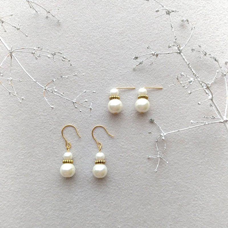 E058-Snowman-Brass Pearl Needle Clip Earrings