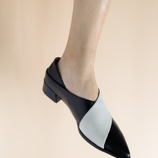 Black and white leather pointed shoes