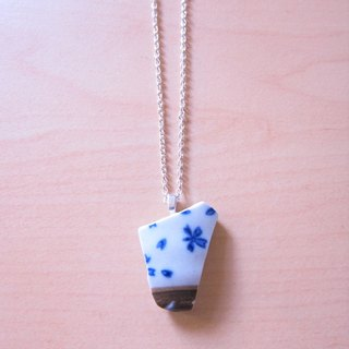 Glass fragments necklace - shaped // 2nd use ornaments / ceramic ornaments / fragmentation marks / blue and white ceramic necklace