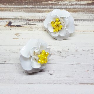 Miss Paranoid Paranoia White Flower / Camellia Resin Earrings (Small Edition)