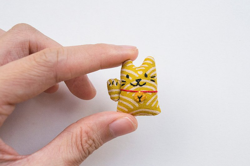 招財貓胸針 fortune cat mini brooch pin