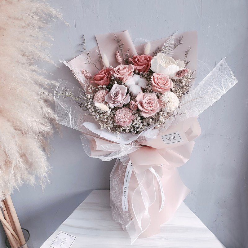 Soft Mist Pink Everlasting Bouquet