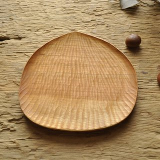 Japanese mountain cherry wood hand carved chestnut plate. Cherry / picnic / wood / cake dessert / carving / handmade