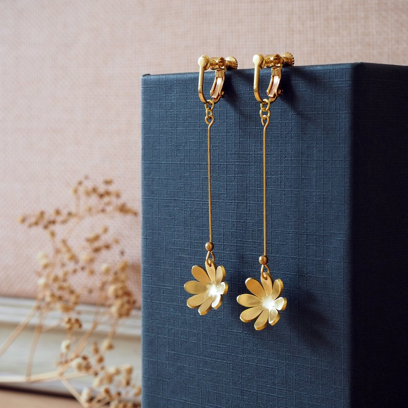 Long Hanabi brass earrings