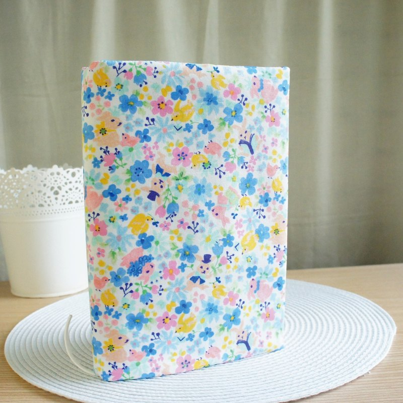 Lovely Japanese cloth [Rabbit reading double-sided cloth book jacket, blue floral] 25K log, A5 hand account