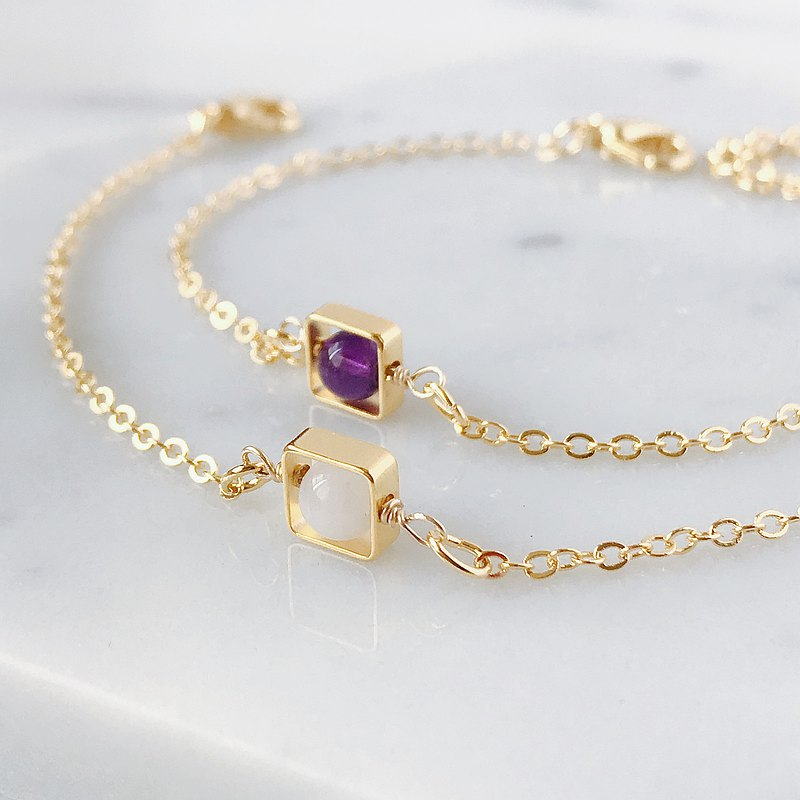 Minimalist temperament•Gold-plated square•Amethyst•Moonstone•Natural stone•Bracelet