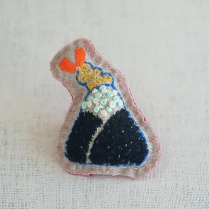 "Hand embroidery broach ""rice ball with tempura of shrimp 2"""