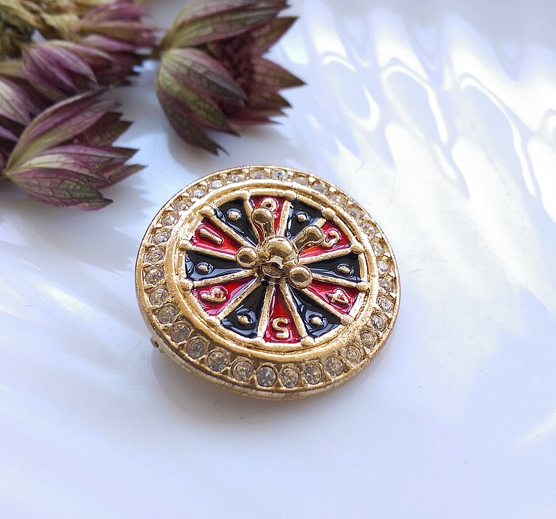 Western antique ornaments. Mini casino spinning roulette pin