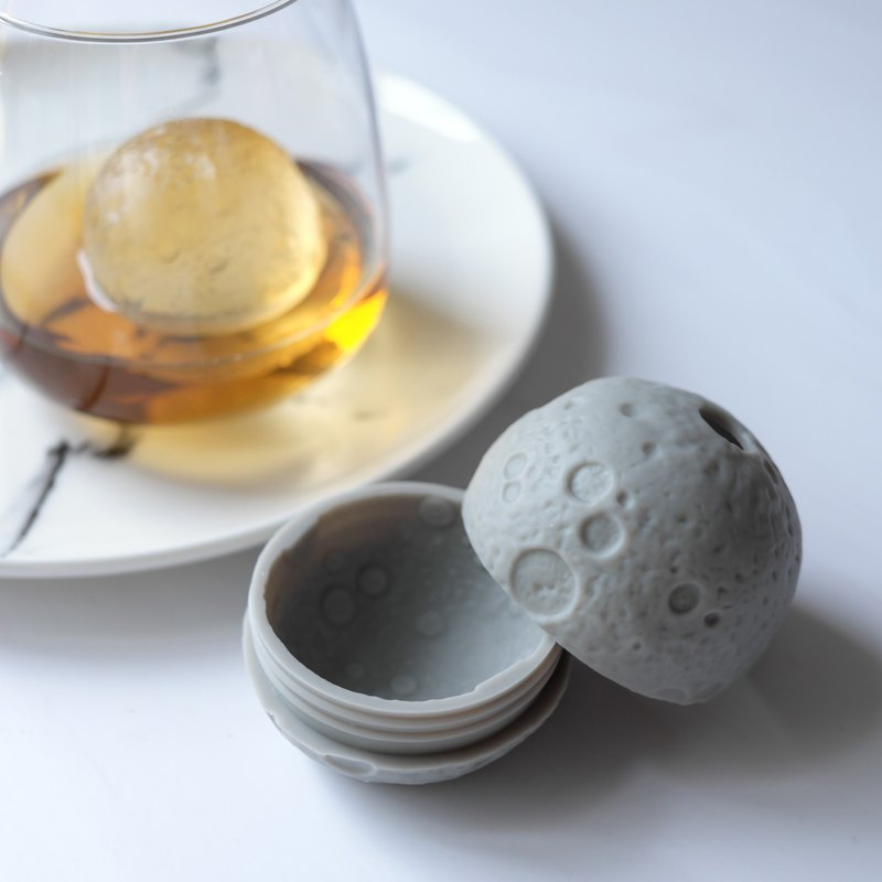Moon Ice Ball Mold │ drinks / wine