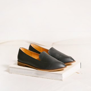 Pointy-toe Loafers   Black