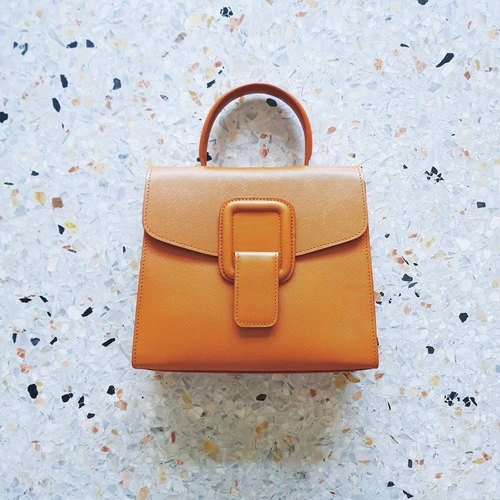 PINCH NO.1 (Tan 26 inches) Classic and Iconic Leather Handbag/Crossbody