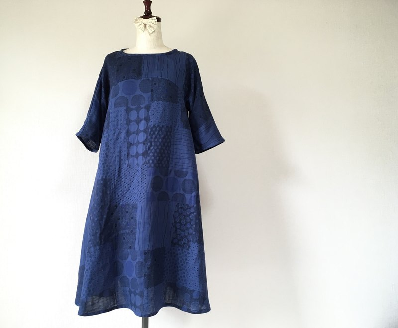 Double gauze flared one piece Indigo blue random dot pattern