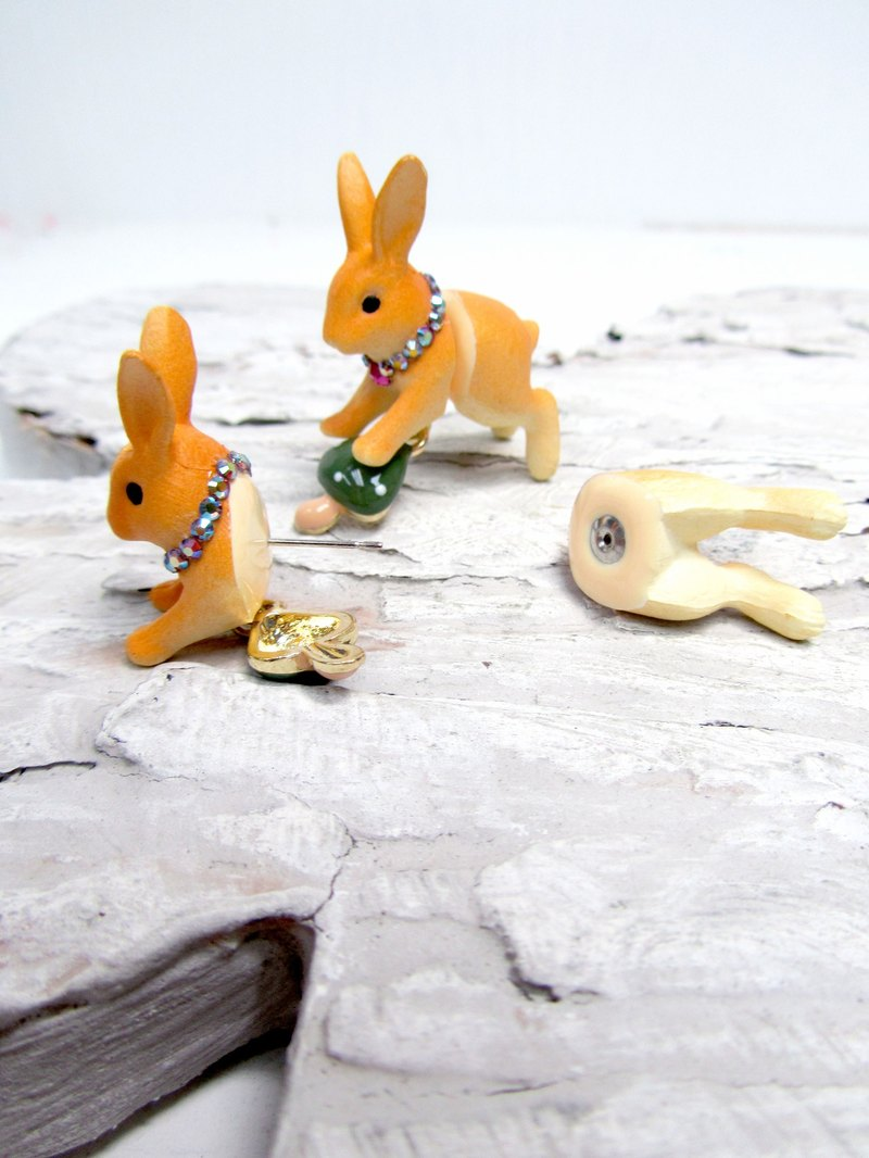 TBL brown split rabbit earrings ear clip single ear rabbit head butt Harajuku strange wind adorable Meng Department of Forests