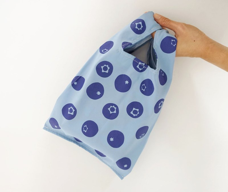 Green small shopping bag beverage food bag blueberry