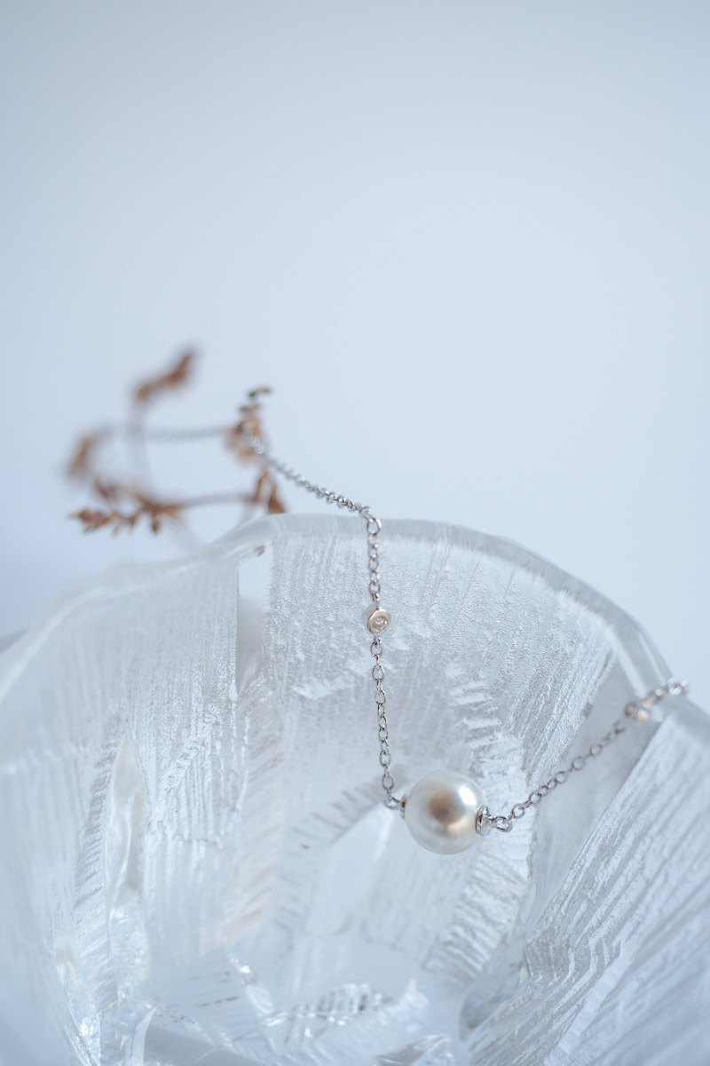 Dainty necklace with Swarovski Pearls