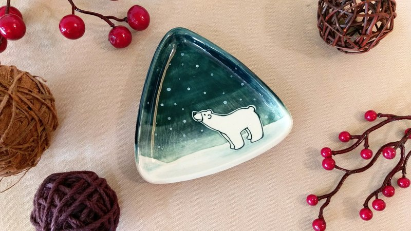 🎄 Christmas exchange gifts 🎁 snow! Polar bears underglaze painted pinch modeling plate