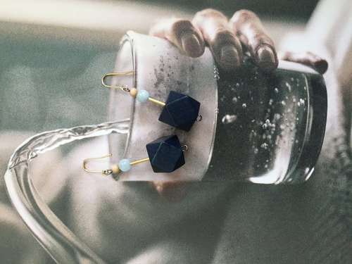 little wood earring (blue)