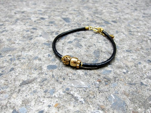 Handsome bracelet (brass beads empty thread)