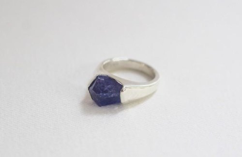 Gemstone ring of tanzanite