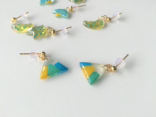 Childlike. Little Fuji mountain hand-painted earrings (handmade earrings / ear clip)