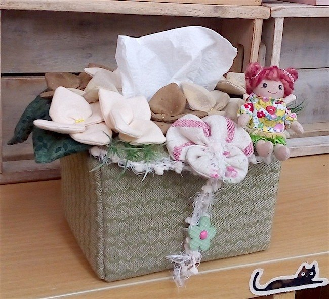 wonderland22 small girl flowers - hydrangeas face carton