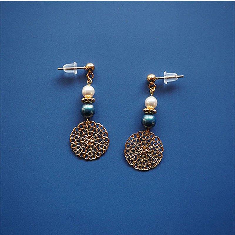 藍色和白色施華洛世奇水晶耳環