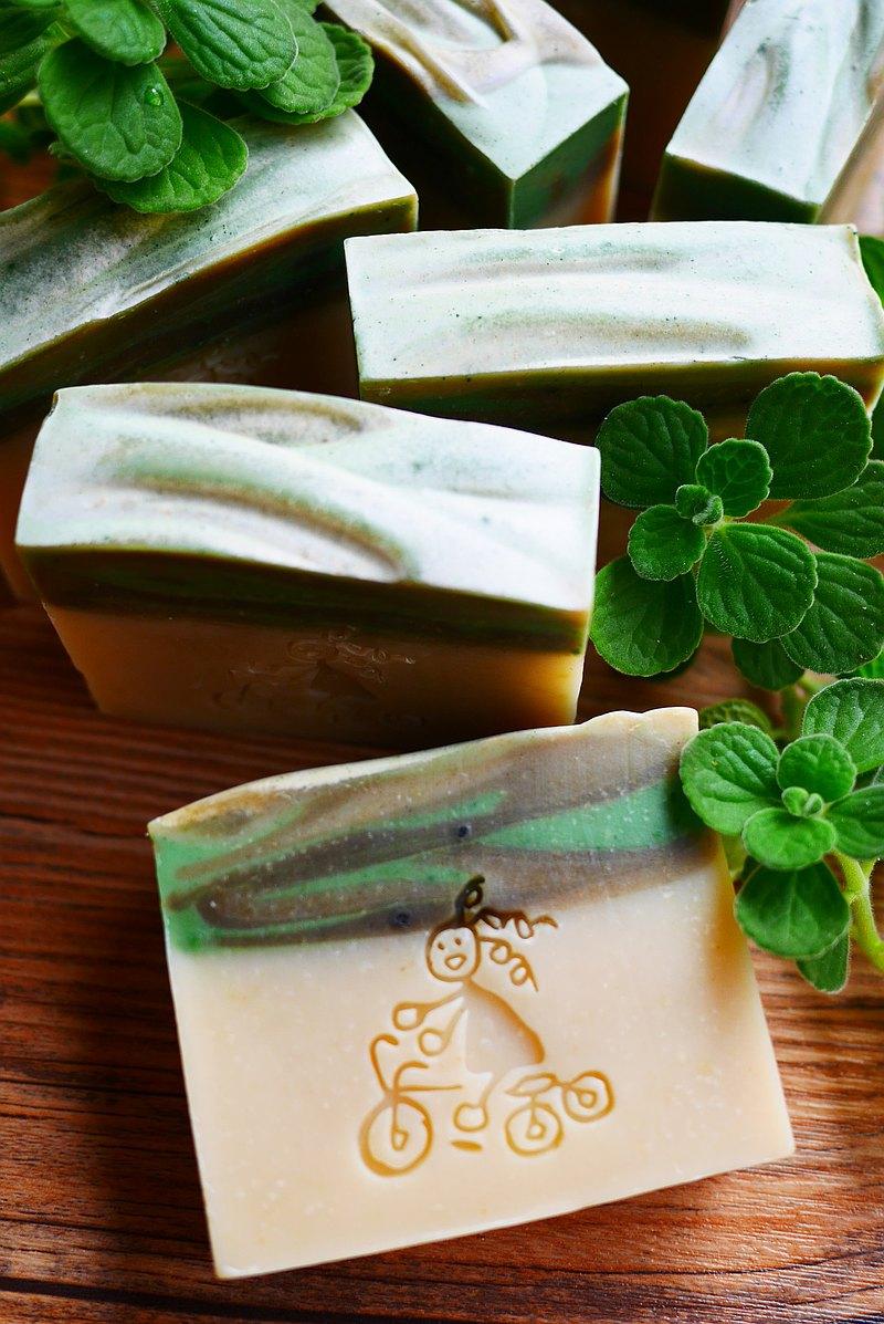 草本左手香皂/香草/手工皂/不一樣的手工皂/洗顏皂/冷製皂
