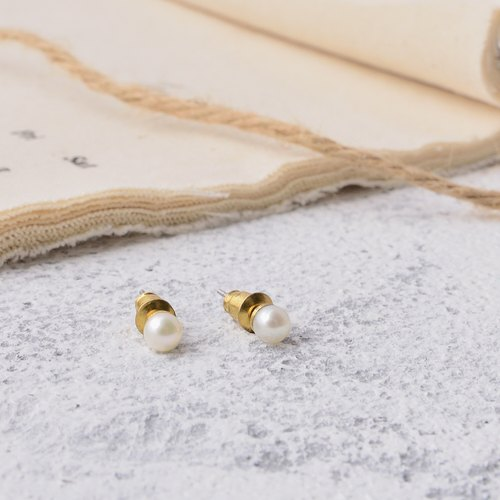 Handmade earrings in brass with pearl , simple