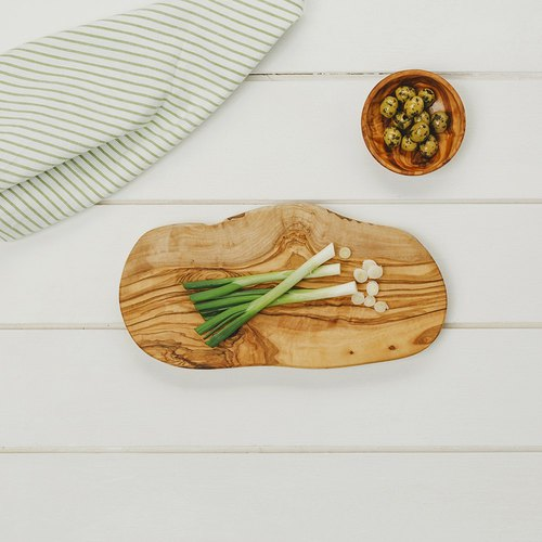 Taiwan's exclusive agent - British Naturally Med boutique kitchen chef olive wood irregular 30 cm solid wood chopping board / plate / display board - spot free shipping