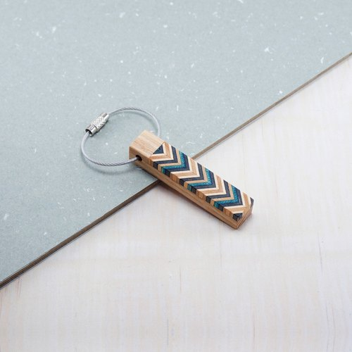 Send woodwork style key ring / dark blue