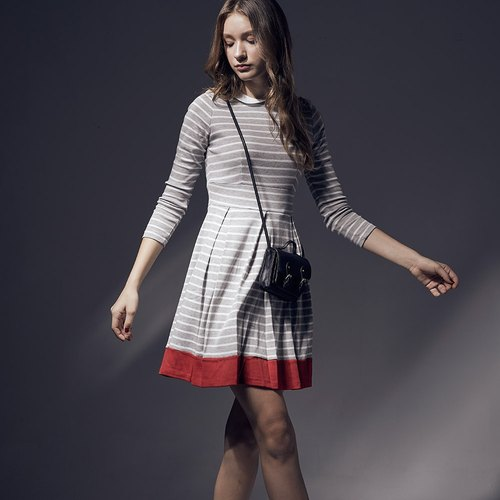 Retro small round neck striped stitching pleated dress