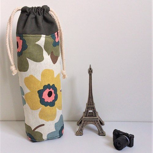 Bottle Jacket / Tumbler Cozy (Nordic Big Flowers)
