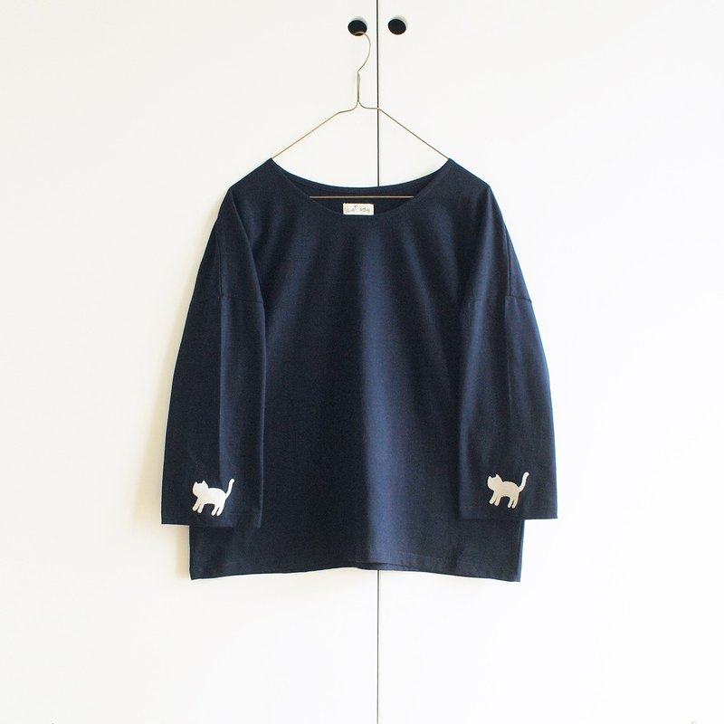cat sleeve t-shirt : navy