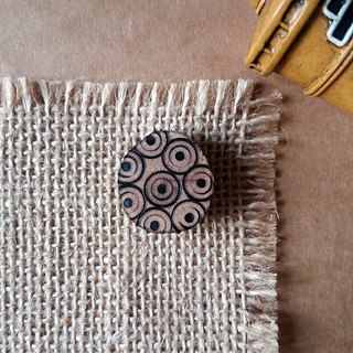 Wooden pattern pins / brooches